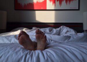 faut-il-dormir-dans-le-noir-complet