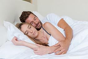 Les positions du sommeil en couple et leur signification
